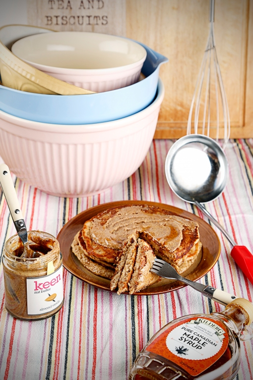 Banana Oat Pancakes with Keen Almond (V)